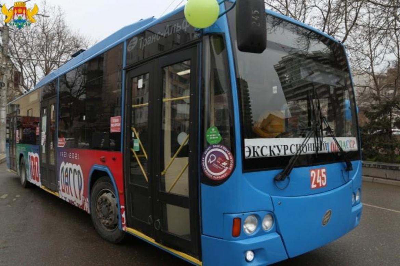 В Махачкале провели праздничную экскурсию, посвящённую 100-летию со дня образования ДАССР