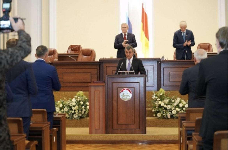 Сергей Меликов поздравил Сергея Меняйло со вступлением в должность главы РСО-Алания