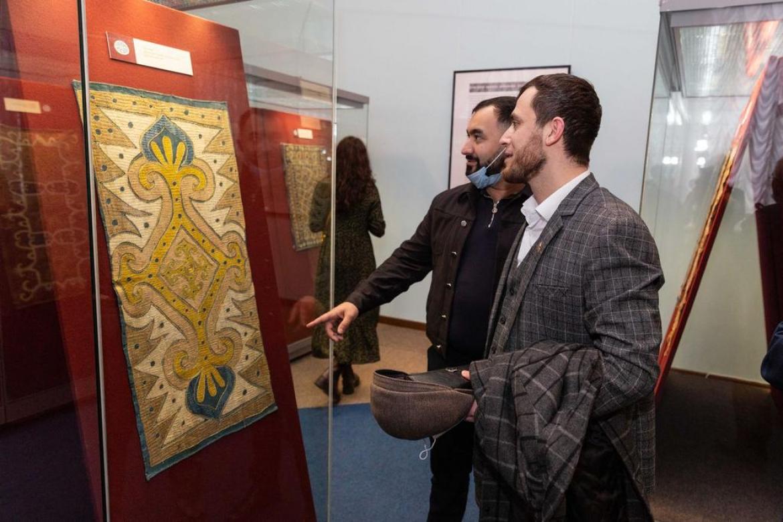 Выставка Кайтагской вышивки открылась в Санкт-Петербурге